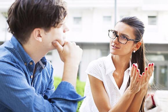 RAPPORT Se o seu cliente gesticula de mais, gesticule também. Se ele fala muito rápido, fale também