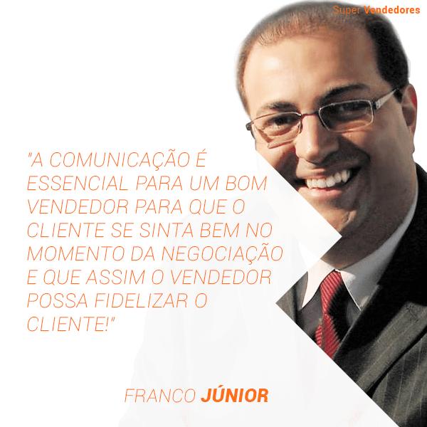 A comunicação é essencial para um bom vendedor para que o cliente se sinta bem no momento da negociação e que assim o vendedor possa fidelizar o cliente.
